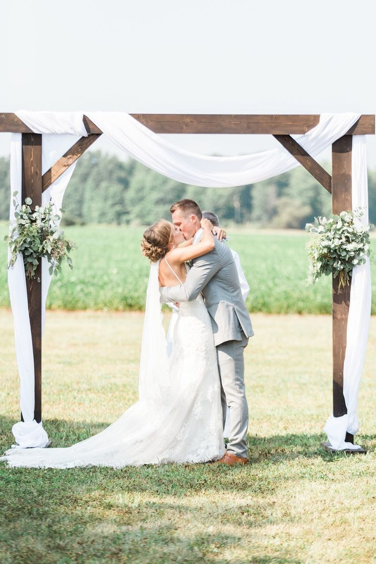Elegant Rustic Barn Wedding in Michigan | Artfully Wed Wedding Blog