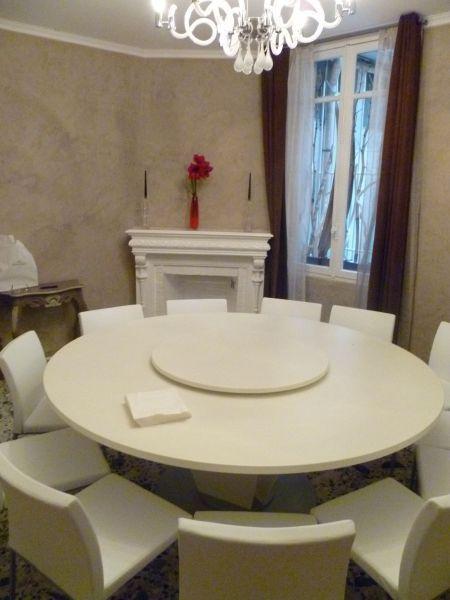 tavolo rotondo design made in taly by Aguzzoli Arredamenti