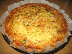 Pörden Keittiössä: Kielenvievä juusto-kinkkupiirakka