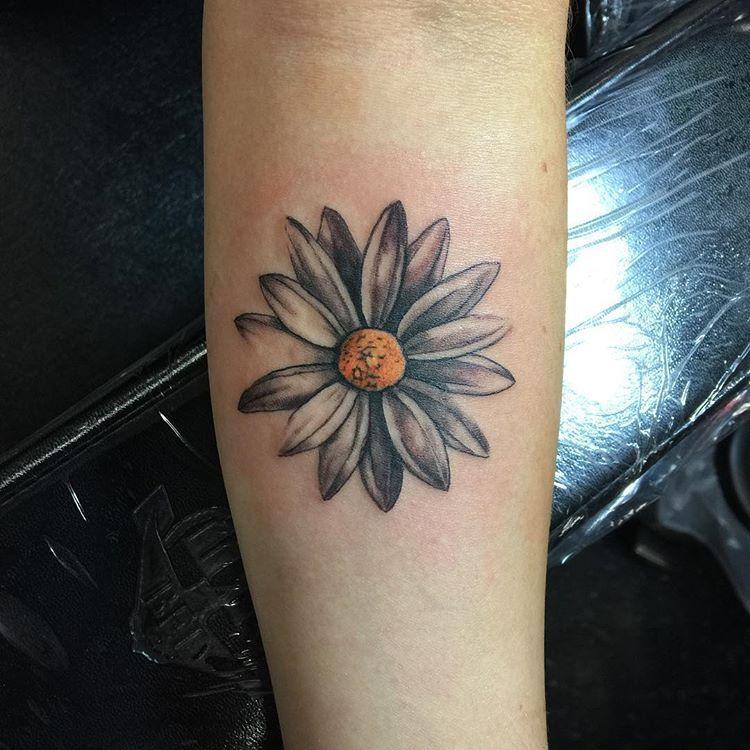 Simple Daisy Tattoo: Pretty Daisy #flowertattoo #tattoo #forearmtattoo #daisy