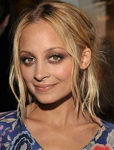 Makeup tips for all Eye Shapes: Nicole Richie, protruding eyes | via fahv.com