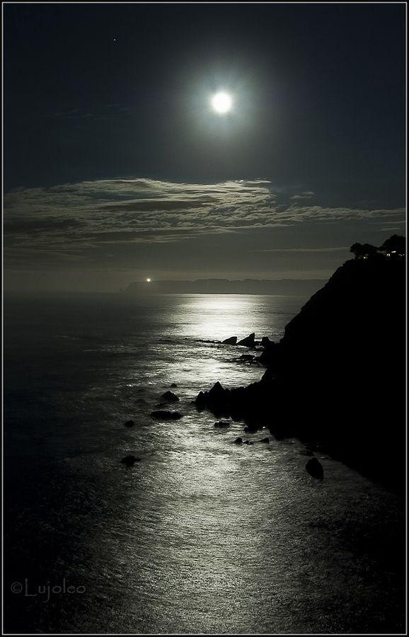 #9: NIGHT. I love the beach/ocean at night. P.S. Thank u Venus for the Cheshire Cat pin!! :)