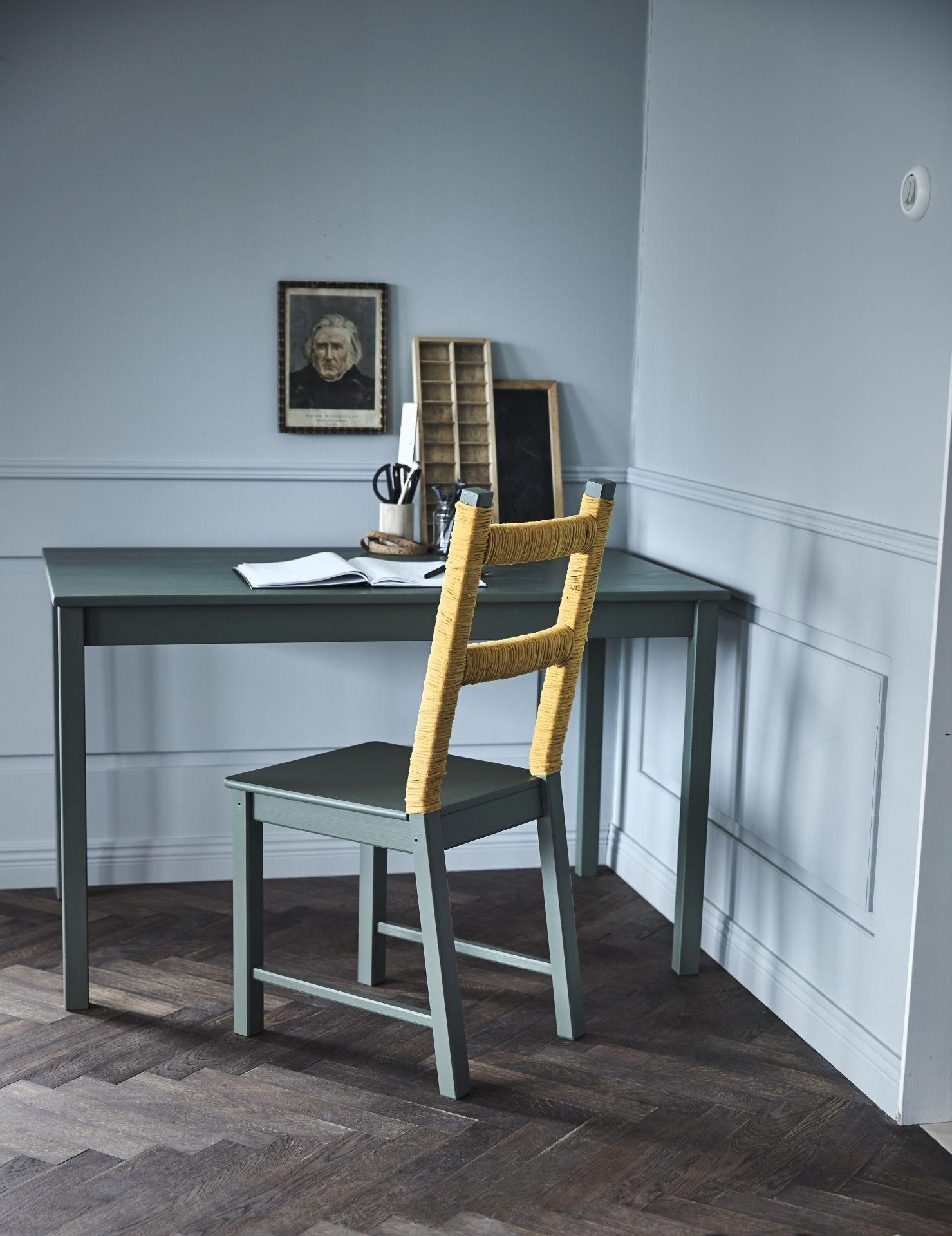 geef je eetkamerstoelen een boost door een laagje verf zien de stoelen er weer als