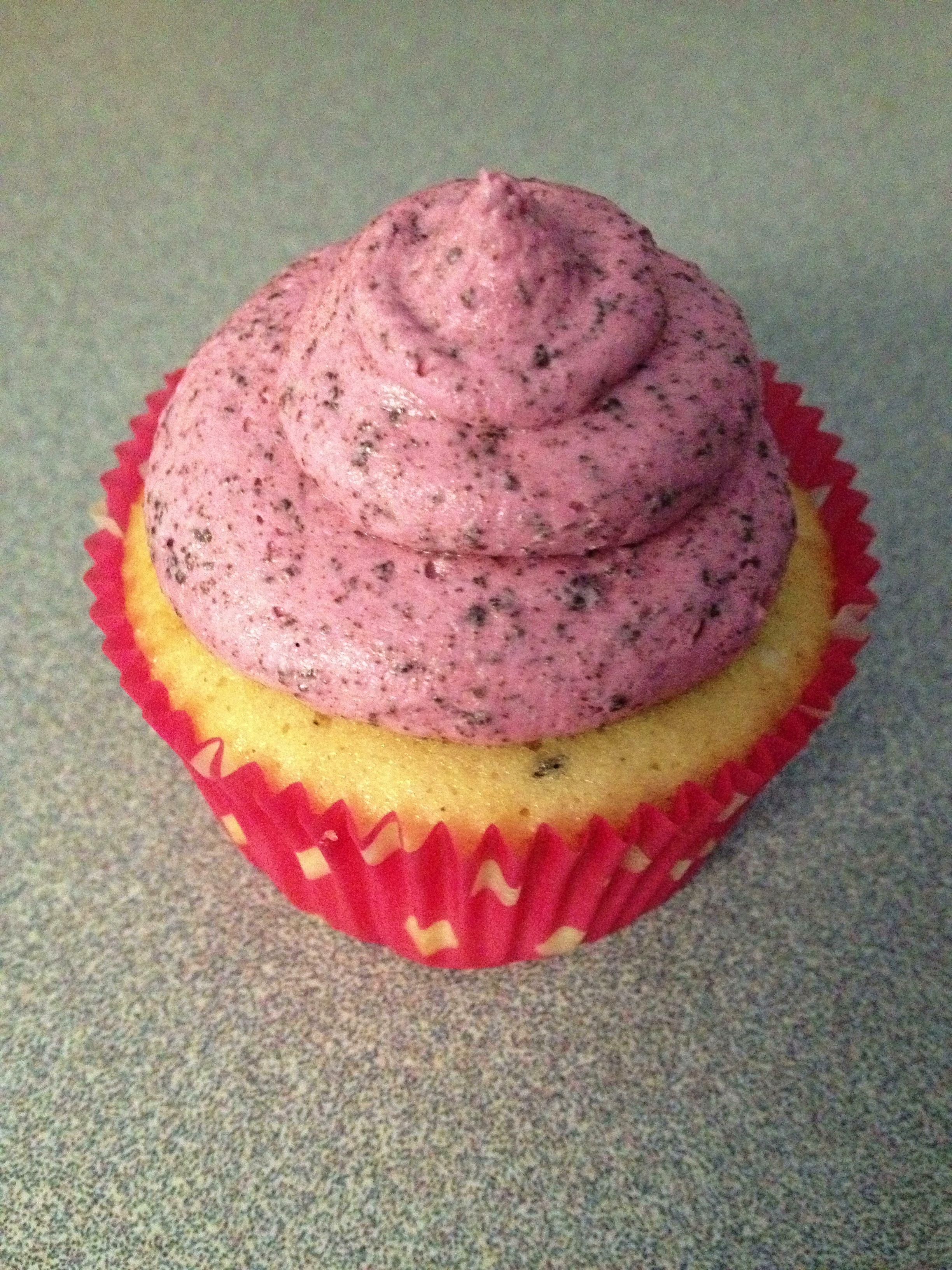 oreo cupcake with pink oreo frosting cupcakes pinterest oreo