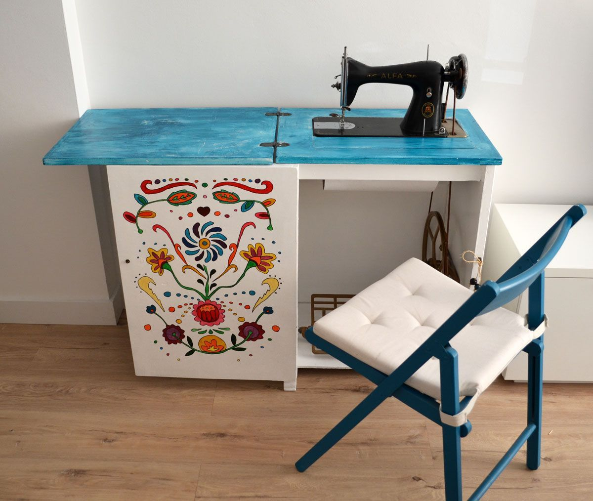 Mueble maquina coser antigua restauracion that thing you for Diseno de muebles de maquinas de coser