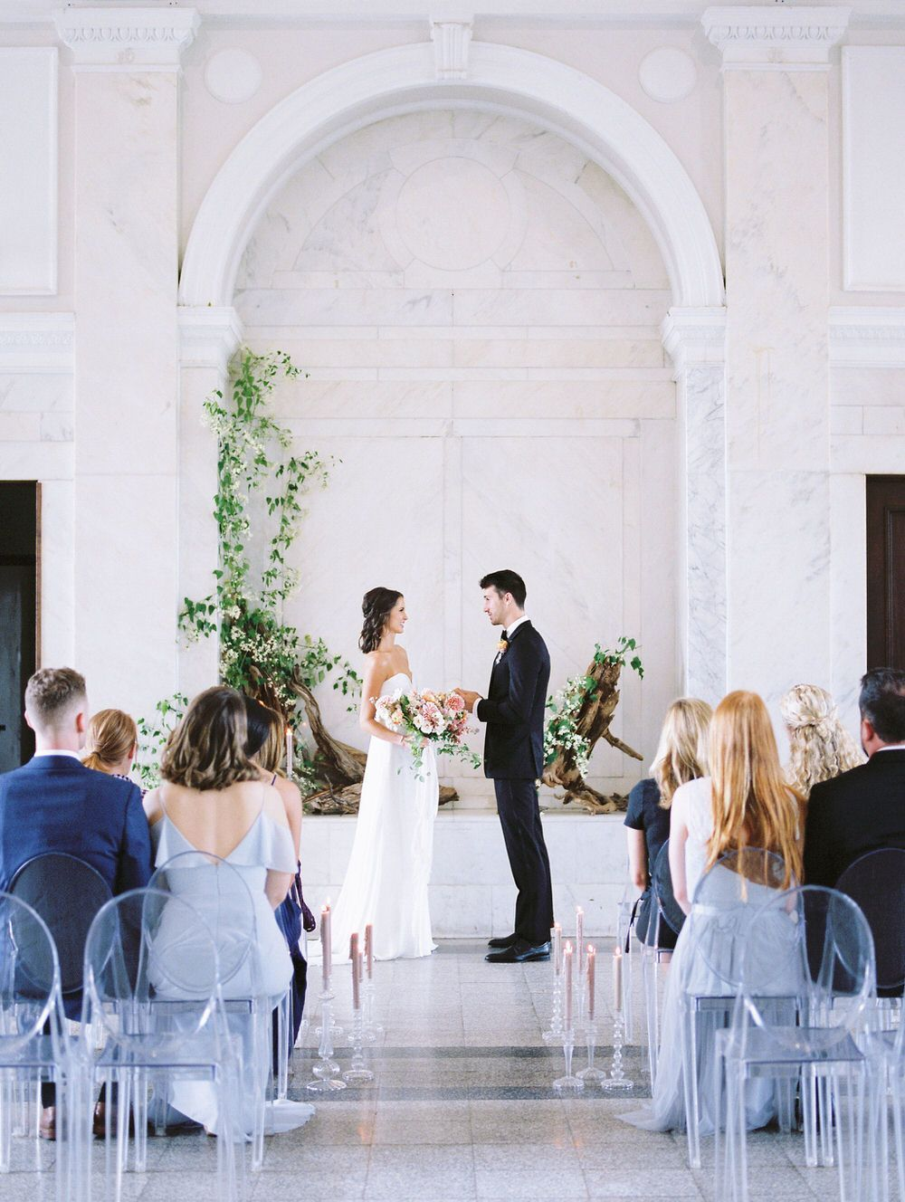 Micro Wedding Inspiration At Historic Dekalb Courthouse The Crisp White Backdrop Of The Wedding Venue Created A Blank Slate For Some Flo Wedding Inspiration Modern Wedding Inspiration Creative Wedding Inspiration