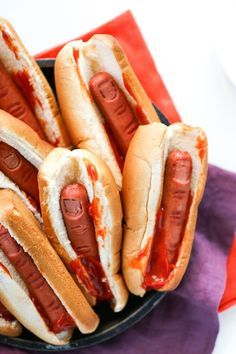 Bloody Finger Hot Dogs for Halloween #halloweendesserts