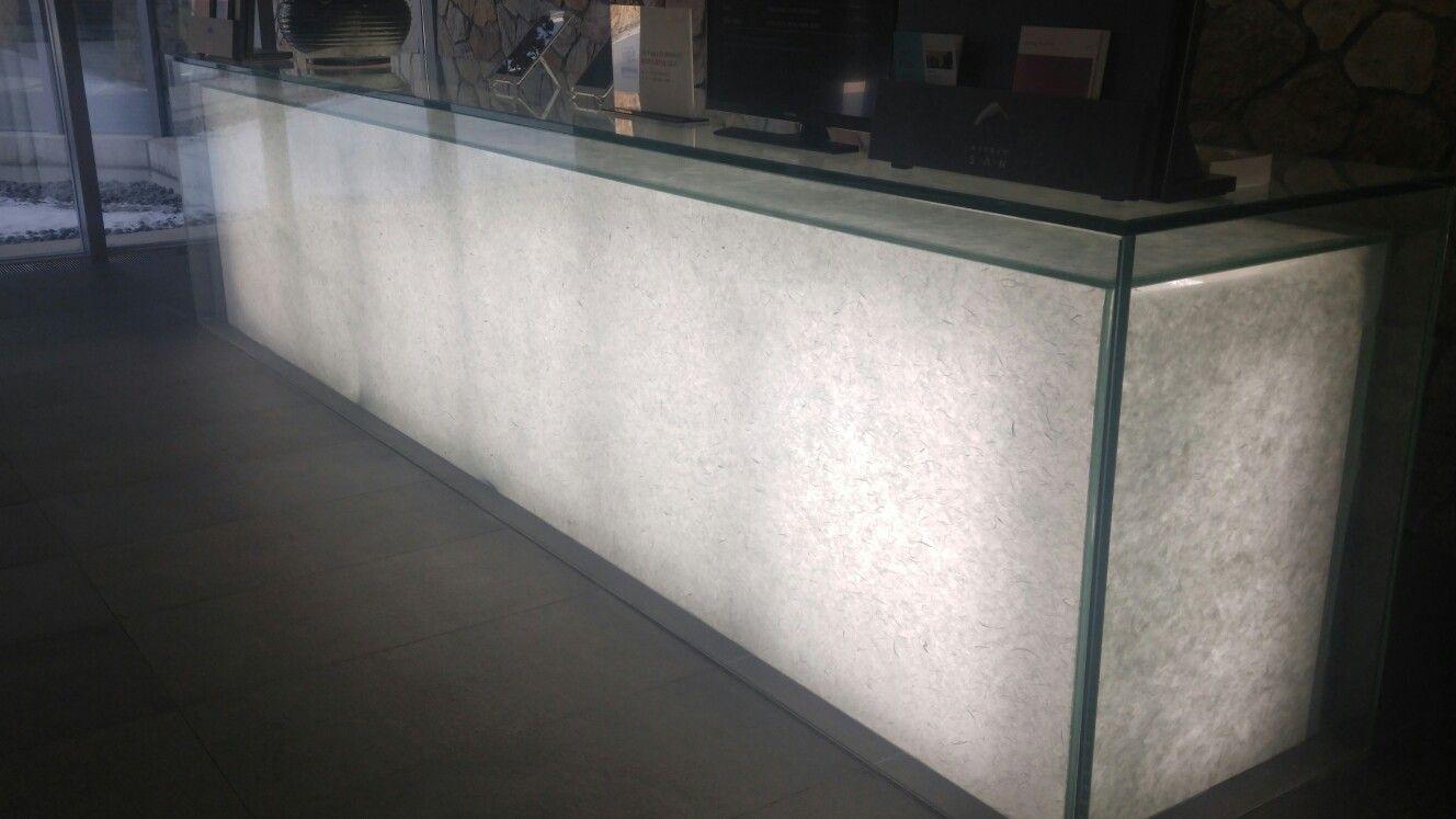 뮤지움 산- 안내데스크 한지의 빛 투과성 활용