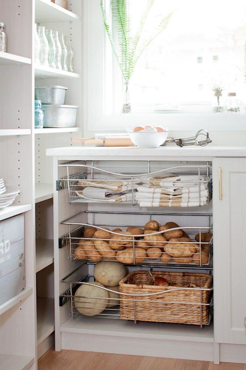 3 Idees A Voler Dans Ce Garde Manger Parfaitement Style In 2020 Kitchen Design Decor Pantry Storage Kitchen Drawers
