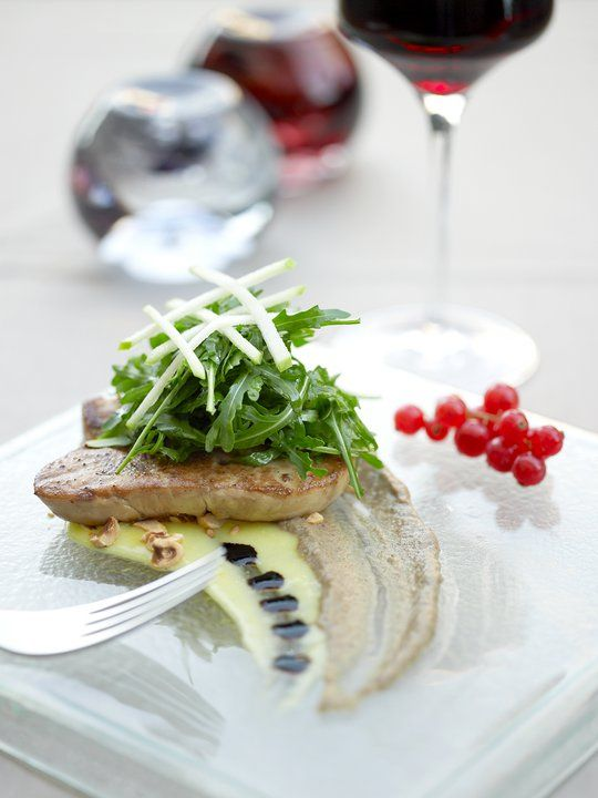 Fine dining food presentation on a glass plate by glass for Fine dining food