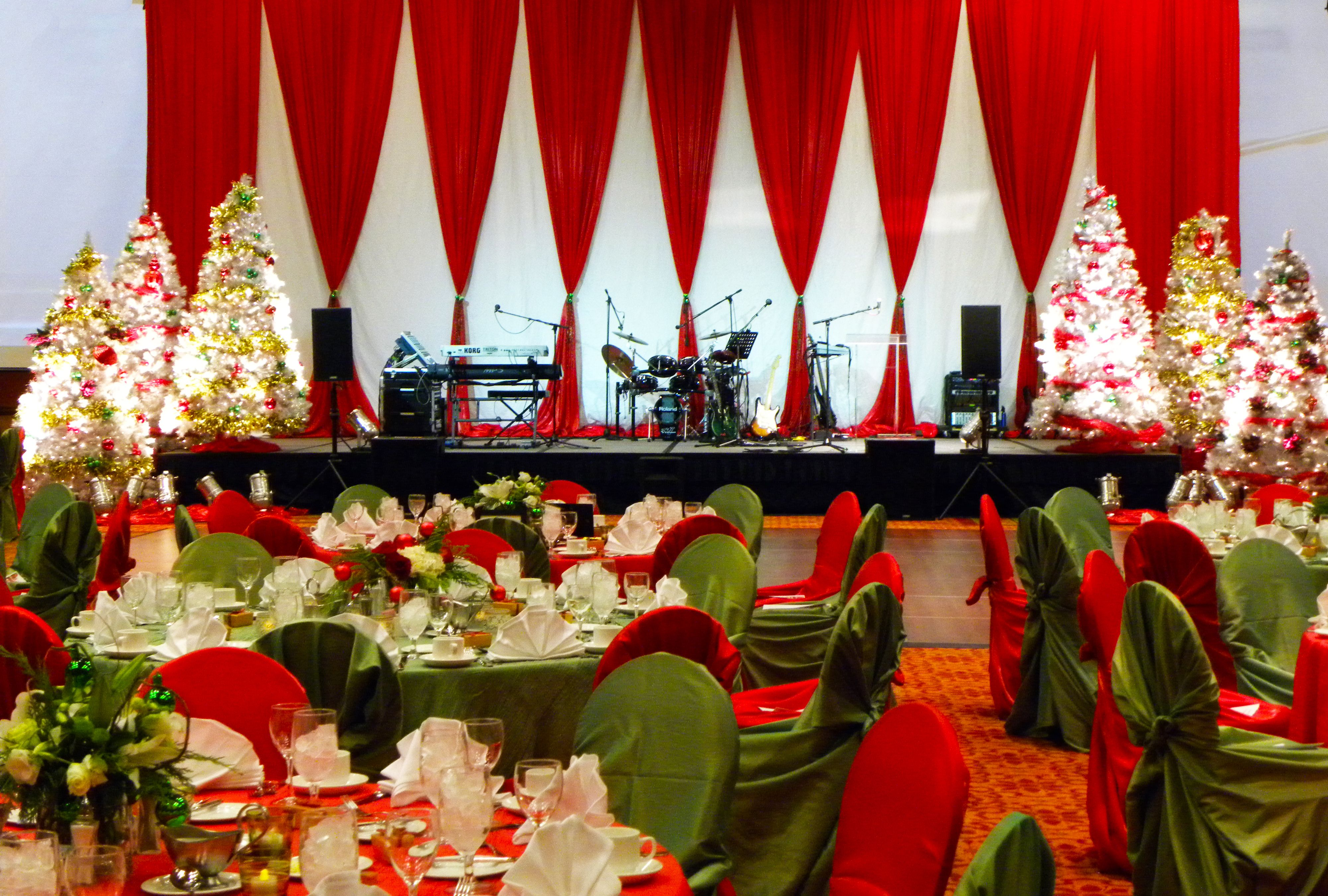classic red and green christmas stage decor christmas party stage eventuresinc