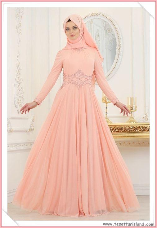 e268203e526bf Tesettürlü Abiye Elbise Modelleri 2018 & Hijab Lookbook Daha fazlası için  resime tıklayarak sitemizi ziyaret ediniz. #2018tesettür #tesettür  #tesettürgiyim ...