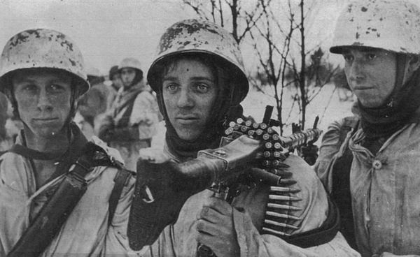 German paratroopers, presumably, on the outskirts of Smolensk.