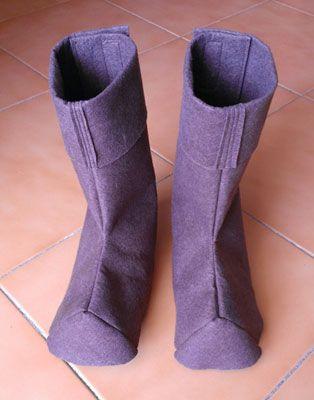 14d1632bfa Cómo hacer unas botas para un disfraz con fieltro y máquina de coser.  Sirven para muchos disfraces diferentes
