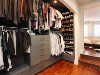 Os armários planejados para closet pequeno ou grande ajudam você na hora de organizar suas roupas e acessórios, veja nossos modelos, projeto...