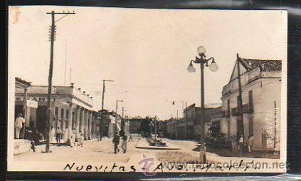 TARJETA POSTAL FOTOGRAFICA DE NUEVITAS. CAMAGUEY - AVENIDA MARTI. (Postales - Postales Extranjero - América - Cuba)