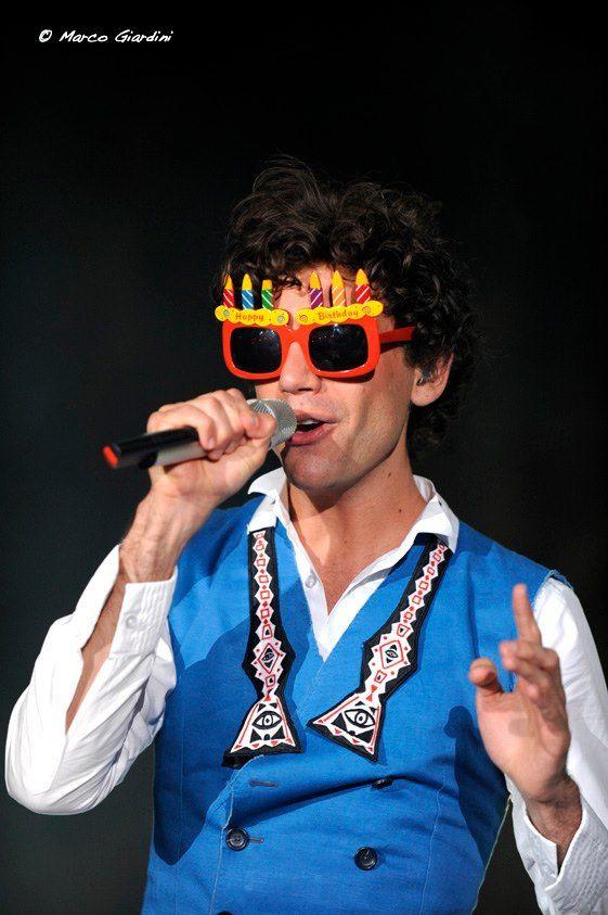 Mika in his birthday glasses @ Arena della Regina - Cattolica, Italy  19-08-2010