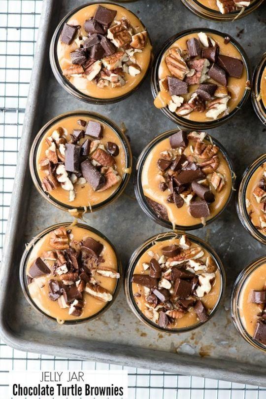 Jelly Jar Chocolate Turtle Brownies #turtlebrownies