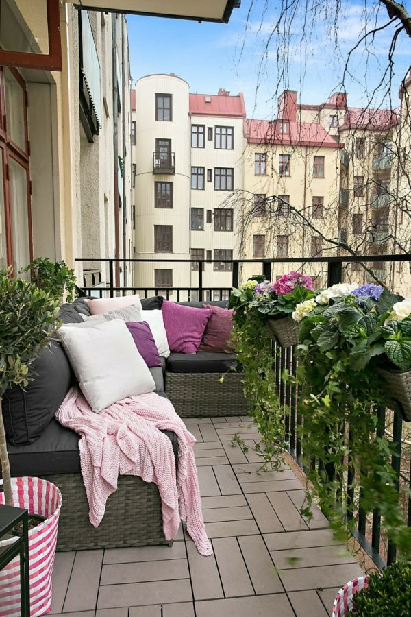 kleiner balkon design stilvoll balkonm bel holzfliesen outdoor pinterest small living