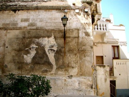 #Vhils aka Alexandre Farto may not have the most fortunate surname in the world, he maybe hunted by angry plasterers around the world, but damn can this guy Fresco. He doesn't use paint, spray or otherwise, just a hammer and chisel and a fantastic eye for traditional portraiture and composition.