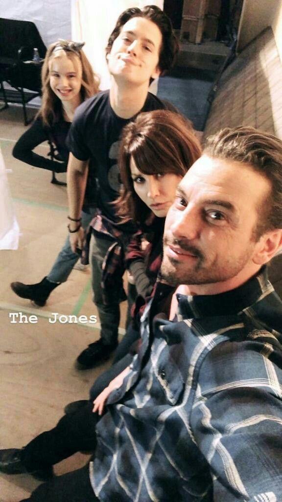Family's be like      Riverdale memes/cast in 2019