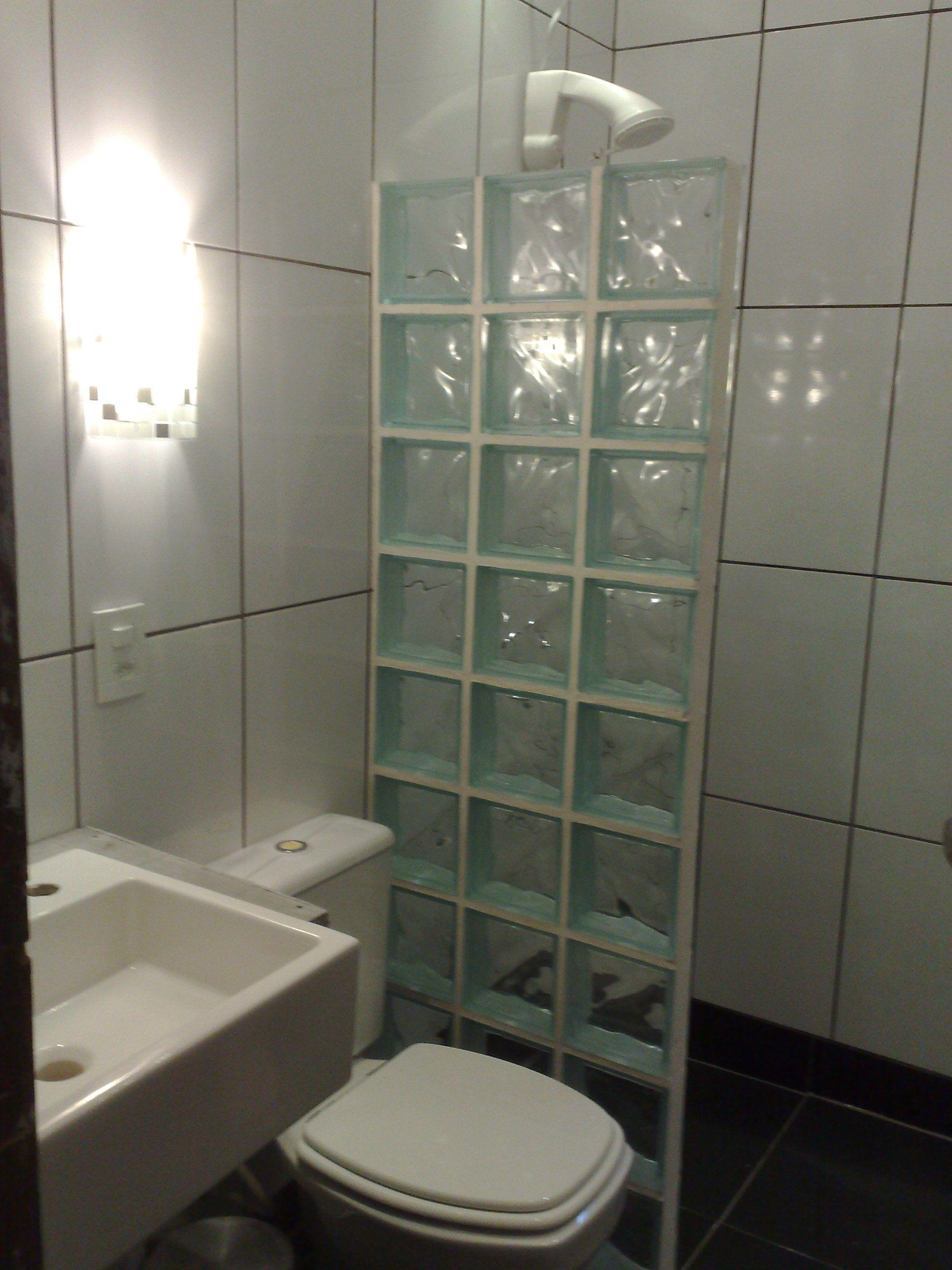 box em parede de tijolos de vidro  banheiro  lavabo  Pinterest  Parede de -> Decoracao De Banheiro Com Tijolos De Vidro