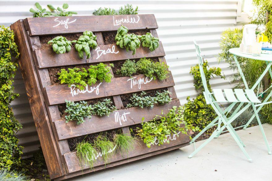 DIY Outdoor Wood Pallet Herb Garden – Makeful