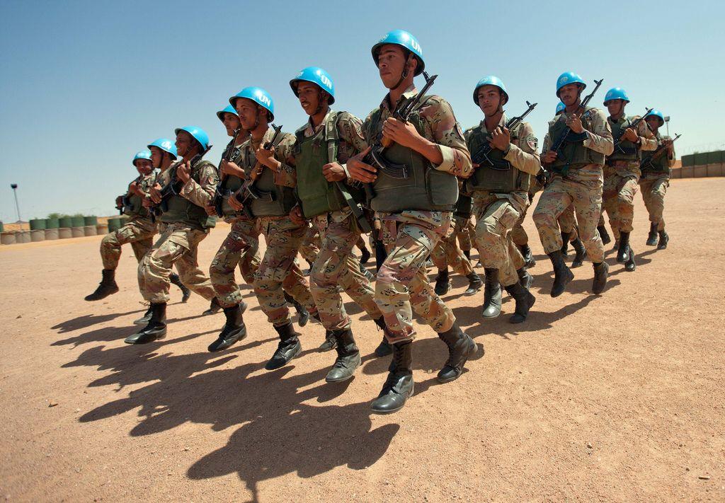 1964 Proseguono le guerre civili in Congo e in Biafra. L'intervento dei caschi blu delle Nazioni Unite, non riesce a cambiare le cose.