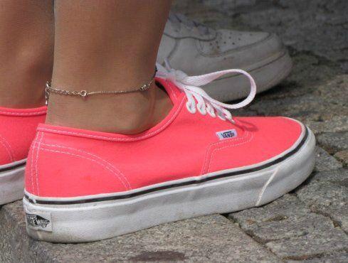Qizlar Xəbərin Ardina 3w Legend Az əfsanə Olmaq Istəyən Bizimlədi Eurovision 2013 Geyimler Sac Duzumleri Mentiq A Pink Vans Coral Vans Cute Shoes