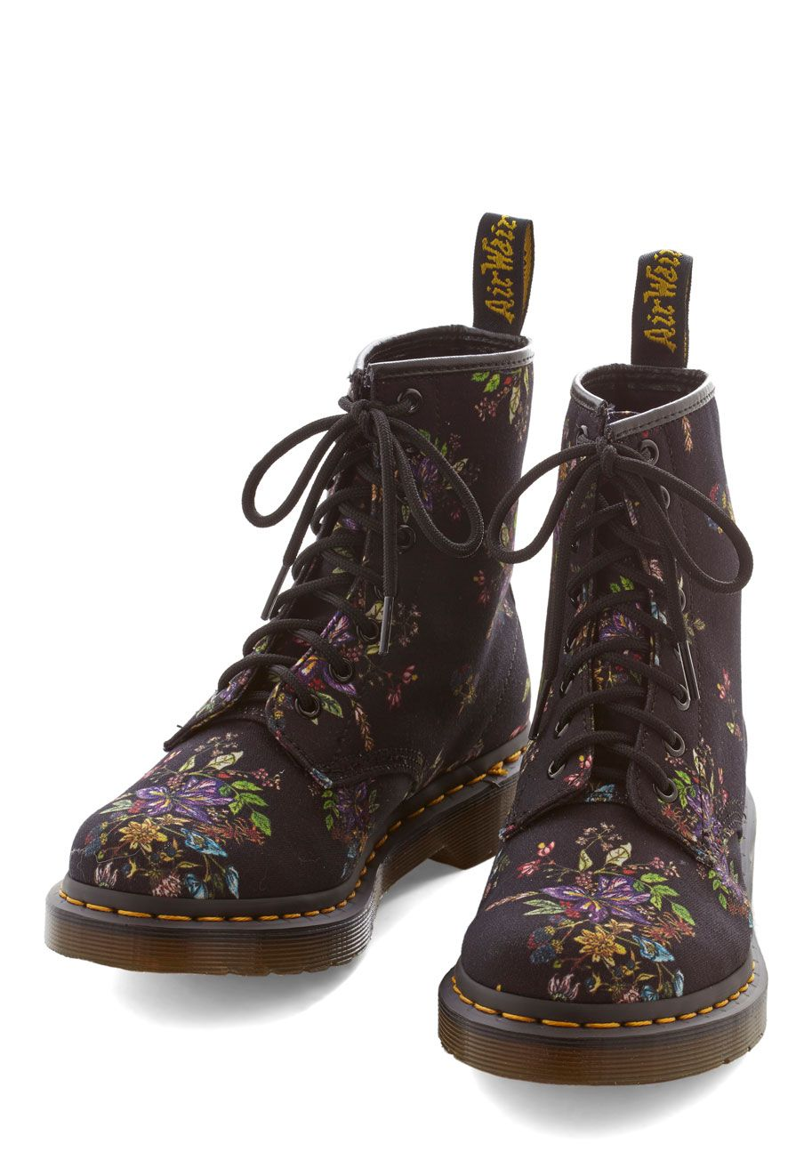 Keepin' On Boot. Keep on being your fabulous self, grounding ensemble after ensemble in these floral boots from Dr. #black #modcloth
