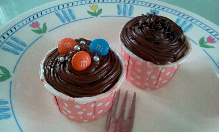 A dozen of nutella cupcakes personally baked n delivered to my house by bestie! How sweet!! Aww...
