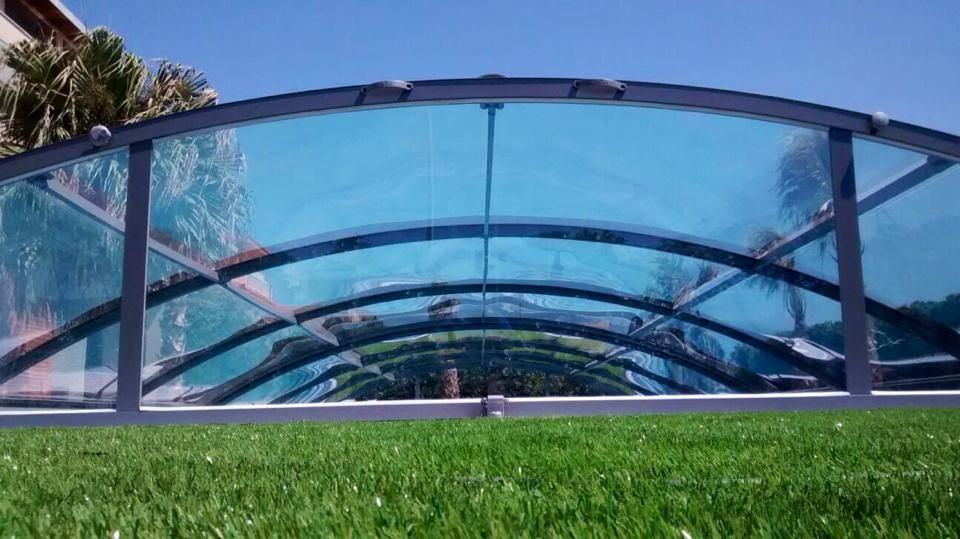 Cubierta de piscina cristal un dise o amovible realizado en un material exclusivo tan - Cristales para piscinas ...