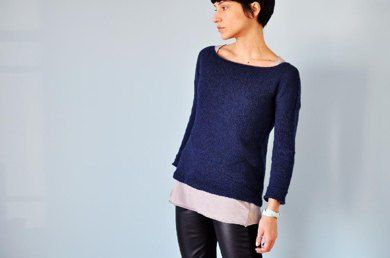This feather-light jumper is knitted seamlessly from the top down.The yoke is shaped with short rows so that the back will be higher than the front.The construction is quite easy:Raglan sleeves, a wide boat neck and fitted sleeves balance out the wide A-shaped bottom so that the finished garment has both elegance and drape.A lot of textured details make this jumper a garment that is fun to knit and interesting to wear! There are cables at the shoulders, enclosed by a triangle of purls…