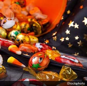 Watch out for these top 10 Halloween hazards to keep your pets safe from harm. http://healthypets.mercola.com/sites/healthypets/archive/2012/10/24/10-halloween-pet-hazards.aspx