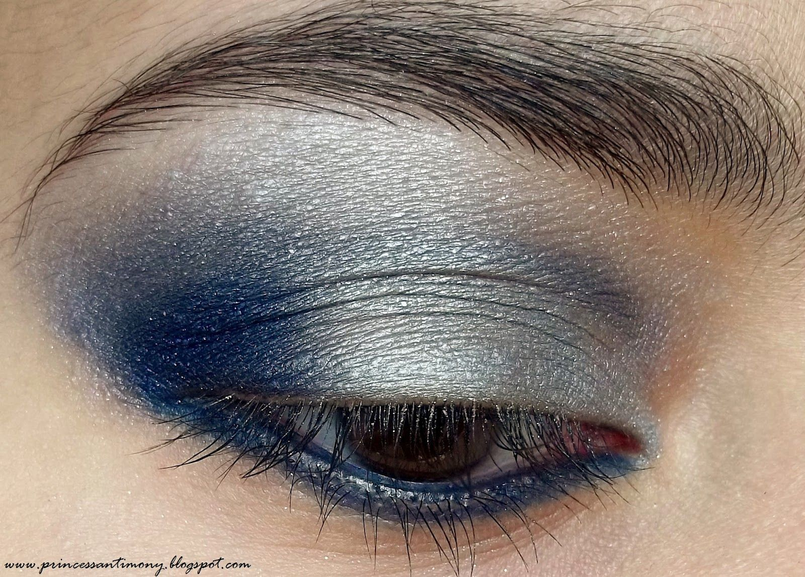 Make-up for gray-blue eyes