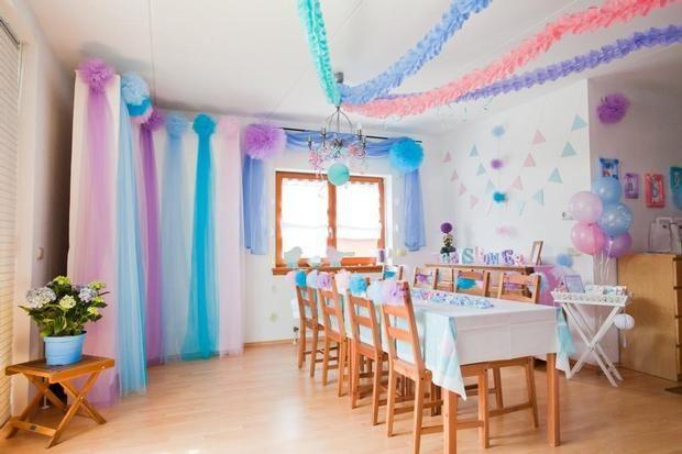 colorful baby shower decorations. Dekoration der Baby Shower in Pastellt nen  Pom Poms Girlanden und decorating with tulle for birthday party Google Search