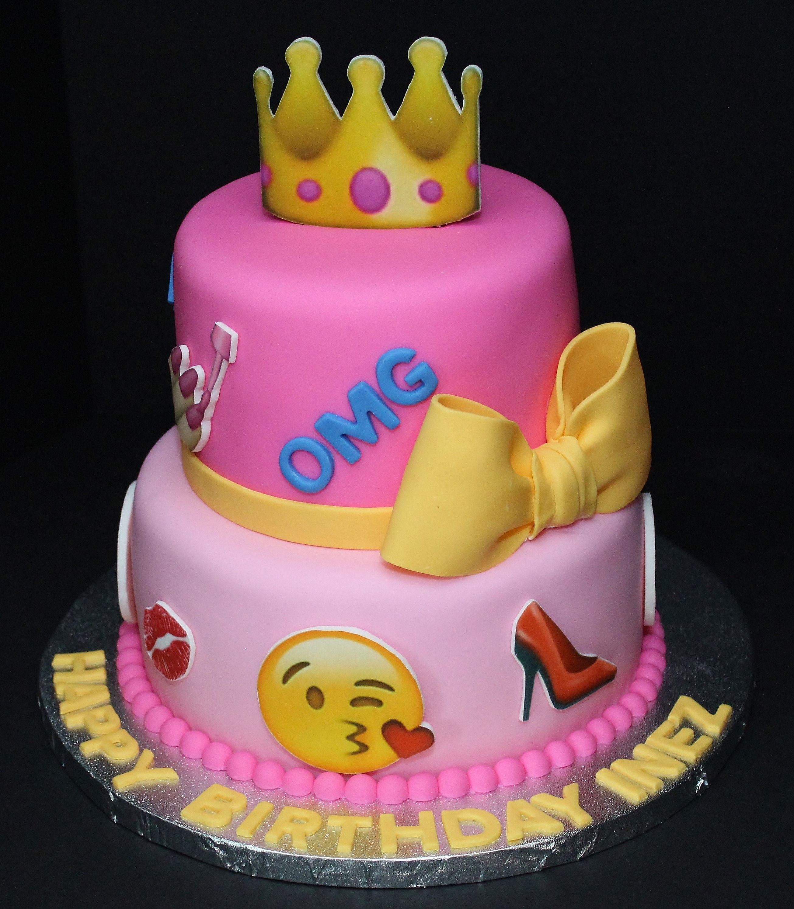 Emojis Cake by Cecy Huezo and Marina Lamb www