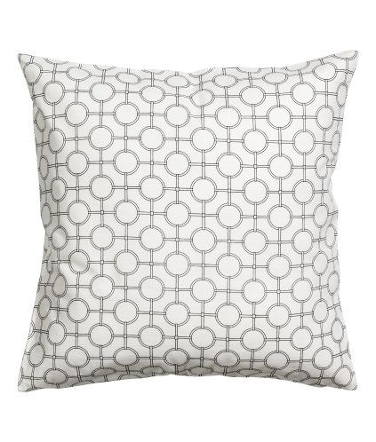 Valkoinen. Tyynynpäällinen eläväpintaista, painokuvioitua puuvillakangasta. Piilovetoketju.