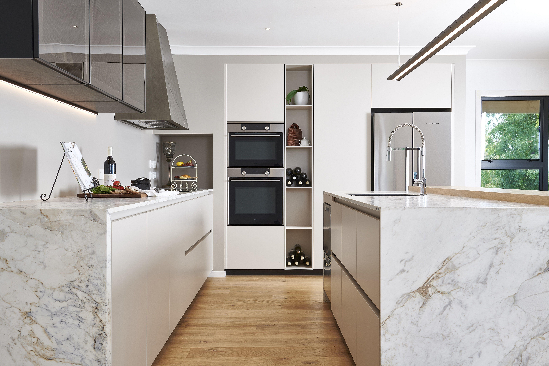 Transitional Kitchen in Neutrals in 2020 | Neutral ...