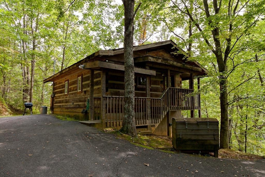 rentals tennessee cabin amazing honeymoon luxury in a within romantic cabins the secluded smokies view gatlinburg