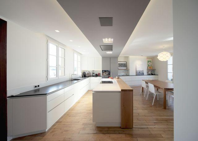 Refaire une cuisine ancienne en une cuisine ouverte sur la salle à