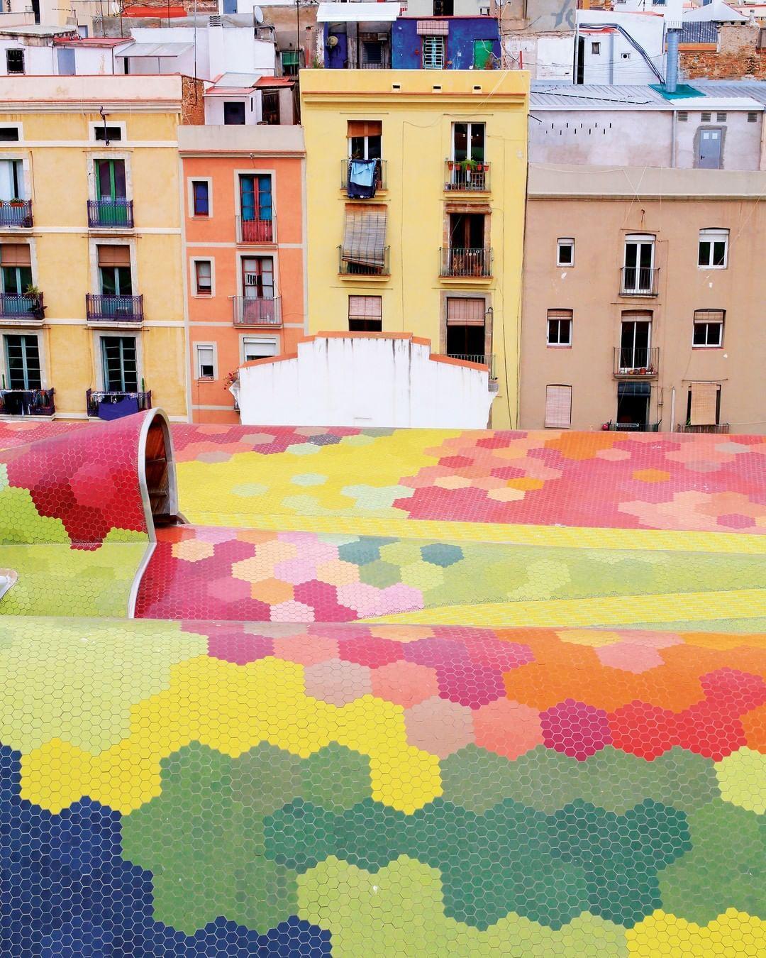 Ideat On Instagram Dans Le Quartier De La Ribera Le Marche Santa Caterina A Ete Renove En 2005 Par Les Architectes Enric In 2020 Typo Design Abstract Artwork Design