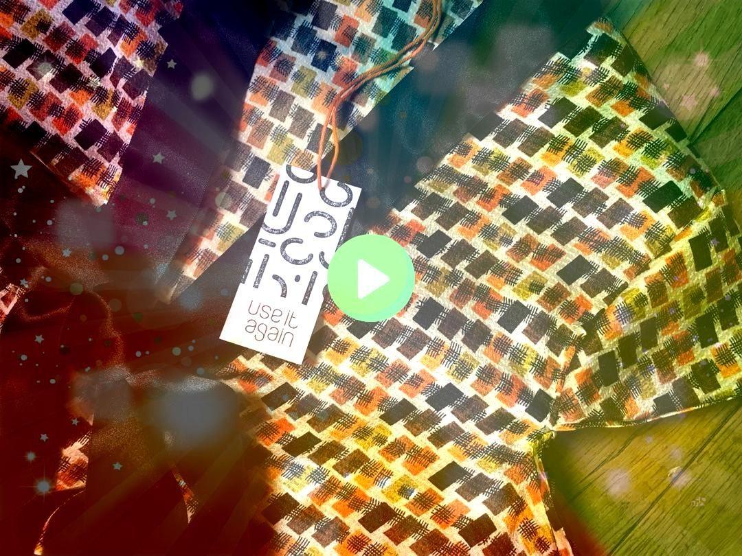 étiquettes de nos vêtements Réalisées sur du papier usagé avec un tampon By  ca Les étiquettes de nos vêtements Réal...