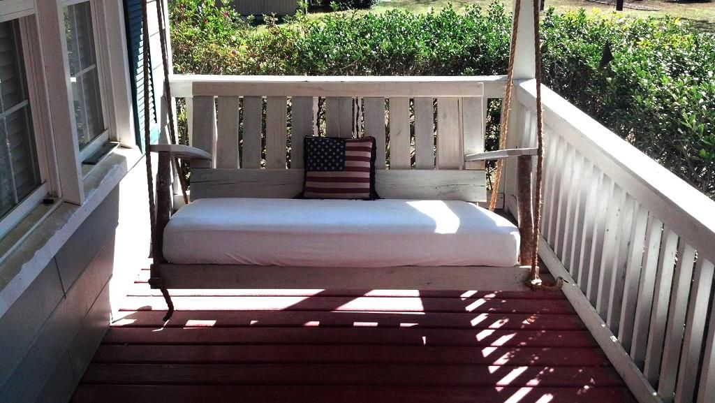 pallet porch swing things i 39 d like to make porch. Black Bedroom Furniture Sets. Home Design Ideas