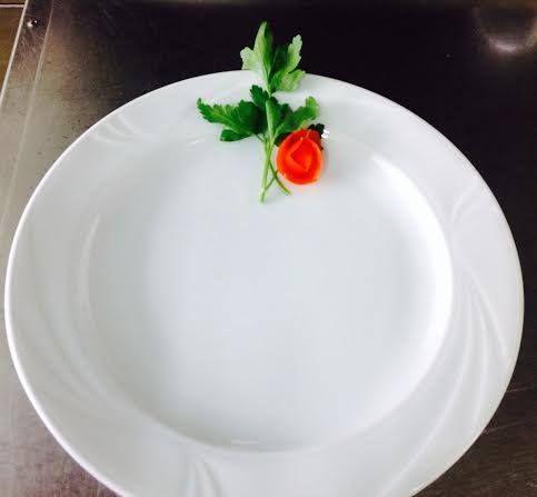 Guarda la videoricetta: http://bit.ly/1jO0Utx Oggi portiamo a tavola le Chitarrine ai frutti di mare con cozze, vongole, calamari, gamberetti e pomodorini. Buona visione e buon appetito!