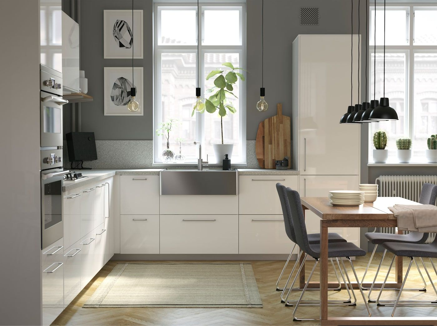A Contemporary And Spacious Kitchen Kuchen Mobel Ikea Kuche Kuchenmobel
