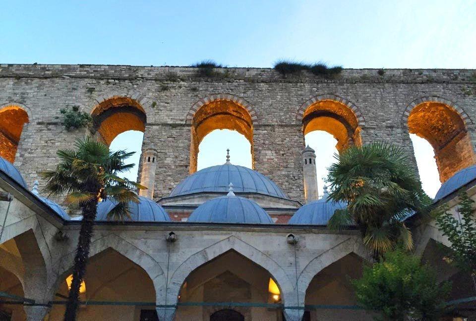 İlber Ortaylı'dan Türkiye'nin uğruna seyahat edilecek 17 eseri