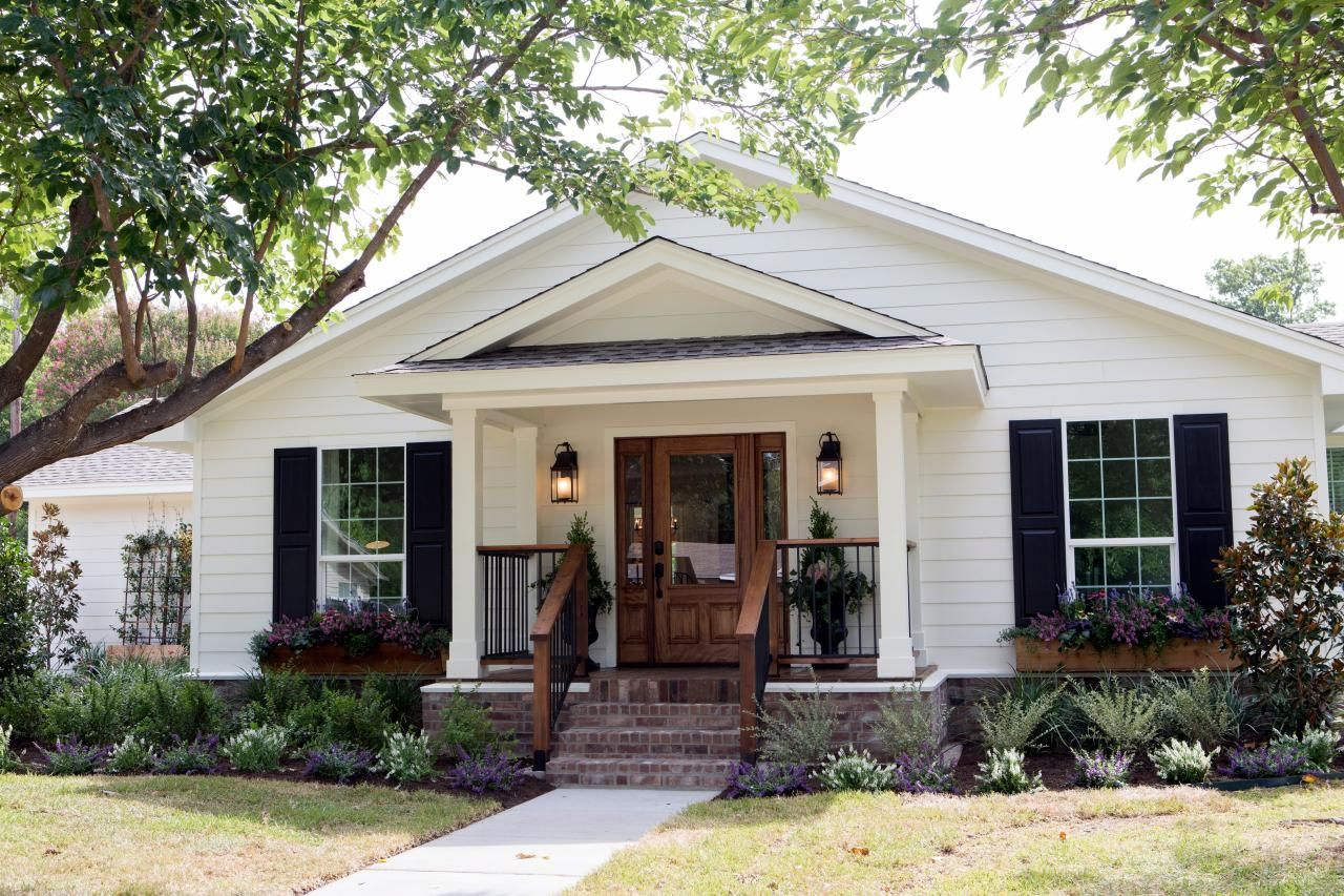 Photos Hgtv 39 S Fixer Upper With Chip And Joanna Gaines Hgtv Exterior Paint Colors
