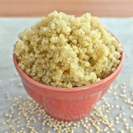 Quinoa,waarschijnlijk weten jullie al van het bestaan af! Want Quinoa valt absoluut onder de populaire Super foods van nu. Ik zou nu wel 100 dingen kunnen beschrijven waar quinoa allemaal wel niet …