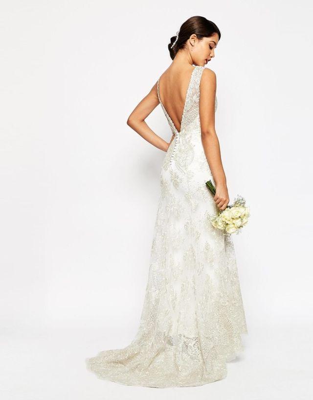 Los vestidos de novia low cost están de moda ¿ya tienes el tuyo?